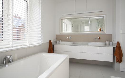 bagno chiavi in mano impegnandosi nellinstallazione professionale che concerne la rifinitura di bagni dalla piastrellatura ai pi fini particolari